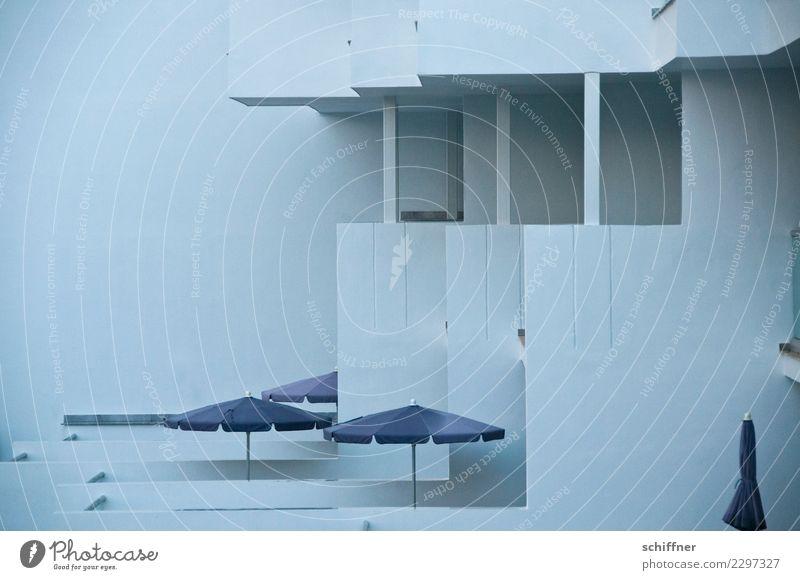 Zukunftsmusik | schöner Platte wohnen Ferien & Urlaub & Reisen Winter dunkel Wand Mauer grau Fassade trist Beton Bauwerk Hotel Balkon Sonnenschirm Plattenbau