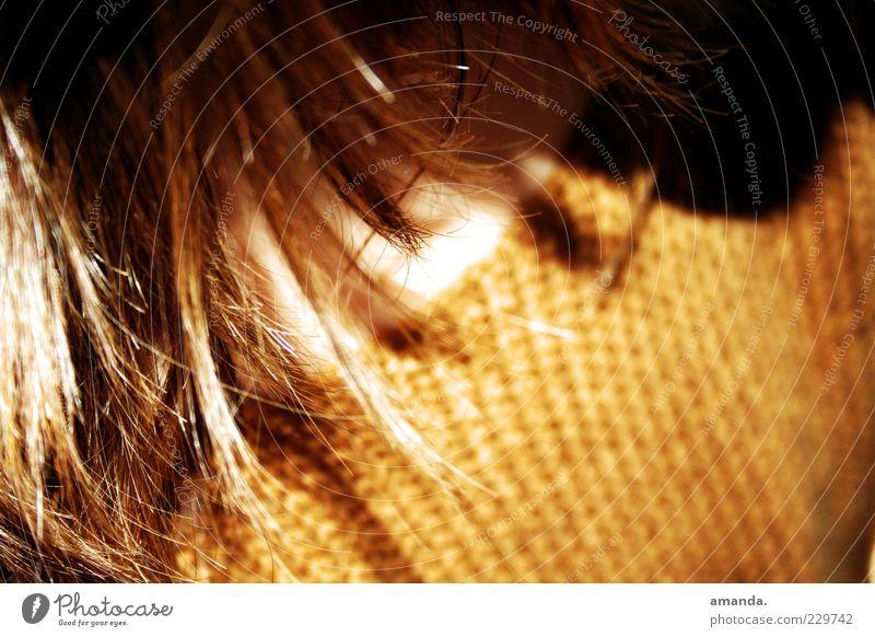 Pinselstrich Mensch Haare & Frisuren 1 Pullover Stoff brünett langhaarig atmen ästhetisch schön Wärme weich gelb gold Zufriedenheit Verschwiegenheit