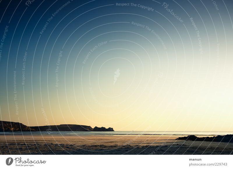 Urlaubsplanung Freiheit Natur Landschaft Urelemente Sand Himmel Sommer Schönes Wetter Felsen Küste Strand Bucht Riff Meer Atlantik Gezeiten Klippe Bretagne