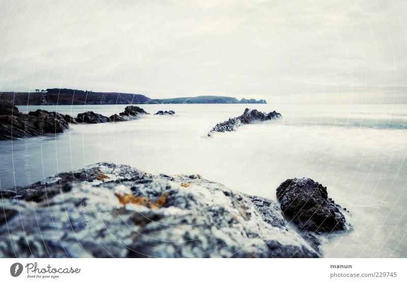 Flut Natur Landschaft Urelemente Wasser Himmel Hügel Felsen Wellen Küste Strand Riff Meer Atlantik Gezeiten Klippe Bretagne authentisch fantastisch frisch kalt