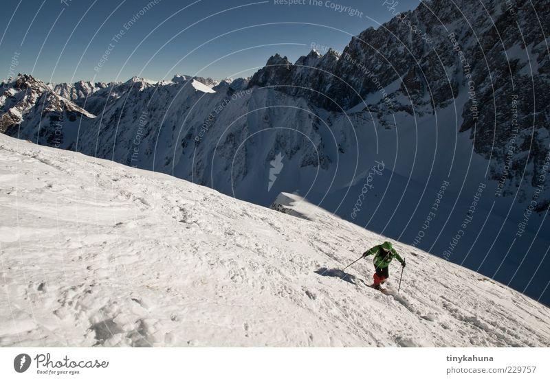 im Lechtal Mensch Natur blau weiß Ferien & Urlaub & Reisen Winter kalt Schnee Sport Landschaft Freiheit Berge u. Gebirge oben grau Bewegung Ausflug