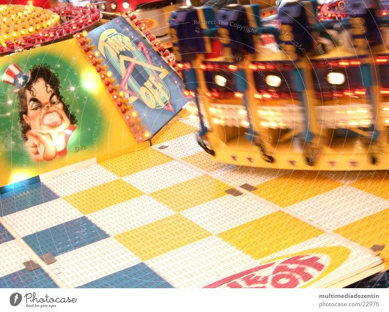 Schnell rundherum Freude Bewegung Glück lustig Verkehr Geschwindigkeit Kreis fahren Freizeit & Hobby Jahrmarkt drehen Schwung Drehung unterwegs Fairness