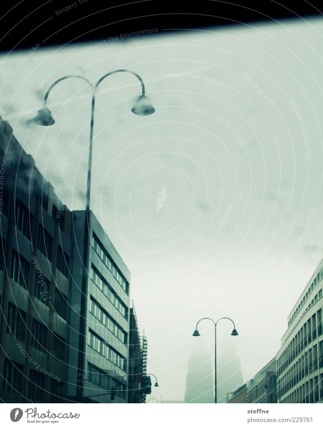 KÖLLE HELAU! Stadt Regen Nebel Fassade Autofenster Wassertropfen Laterne Straßenbeleuchtung Wahrzeichen Köln Stadtzentrum Dom Sehenswürdigkeit Dunst Licht schemenhaft