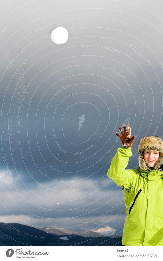 Großer Wurf Mensch Frau Jugendliche Hand Ferien & Urlaub & Reisen Winter Freude Wolken Erwachsene Leben Schnee Spielen Berge u. Gebirge Kopf Freizeit & Hobby