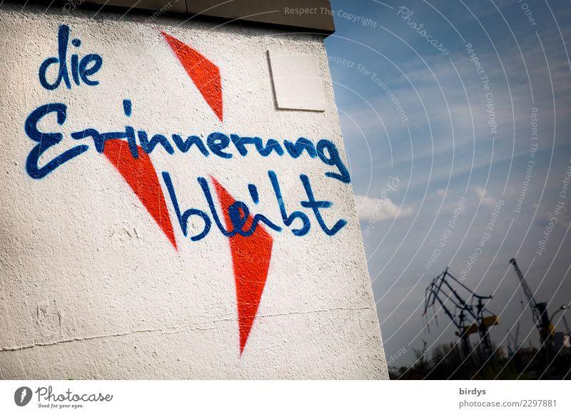 bleibende Erinnerungen Jugendkultur Hamburger Hafen Mauer Wand Kran Schriftzeichen Graffiti authentisch positiv Stadt blau rot weiß Optimismus Kraft
