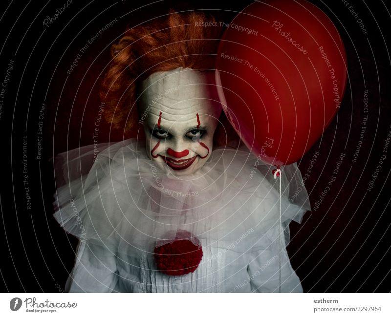 Junge gekleidet als Clown auf schwarzem Hintergrund Kind Mensch dunkel Lifestyle lustig Bewegung Tod Feste & Feiern Party Angst maskulin Kindheit fantastisch