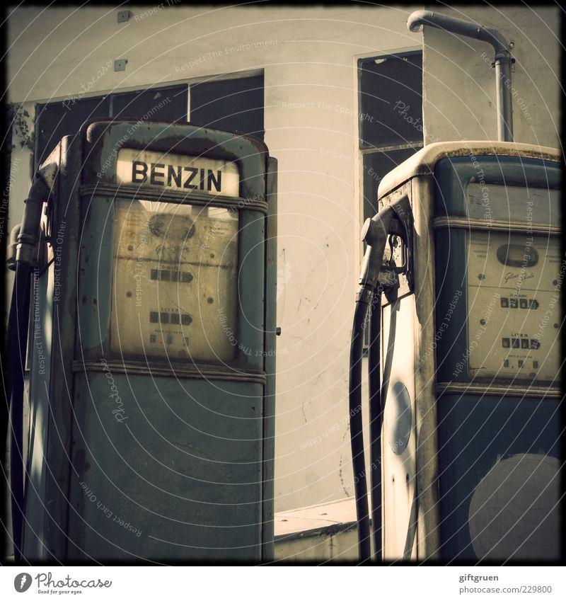 biosprit? ham wer net! Technik & Technologie Fortschritt Zukunft Energiewirtschaft Energiekrise Industrie alt Tankstelle Zapfsäule tanken Benzin Erdöl