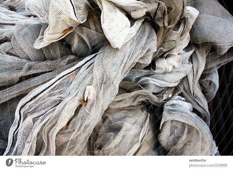 Frauentag ästhetisch Bekleidung Bewegung chaotisch dreckig dunkel durcheinander Falte Faltenwurf grau Kunst Kunststoff Linie Netz Netzwerk Spinnennetz Stoff