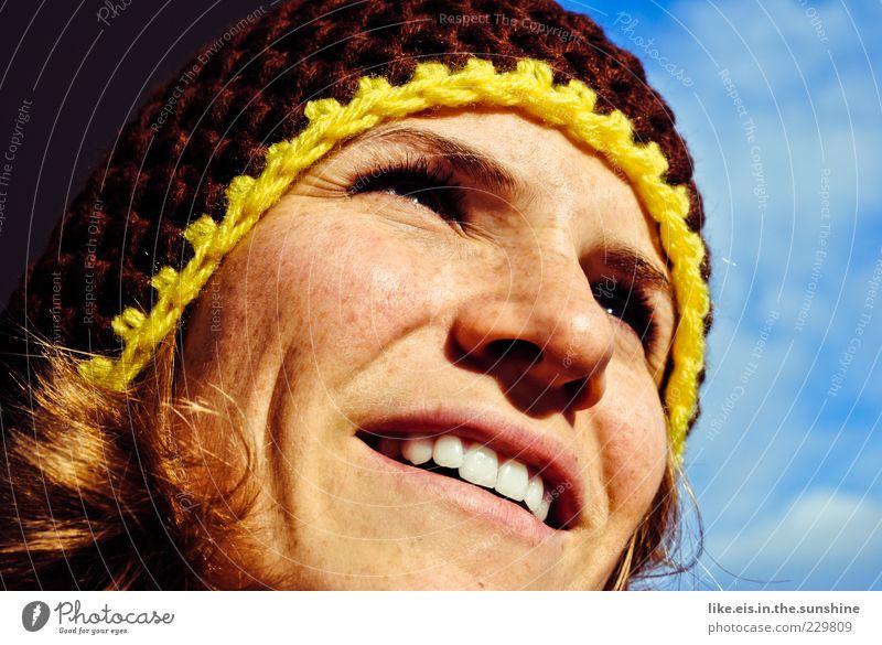 Frühlingsgefühle Mensch Frau Himmel Jugendliche blau Winter Freude Gesicht Erwachsene Auge feminin Glück braun Zufriedenheit blond Mund