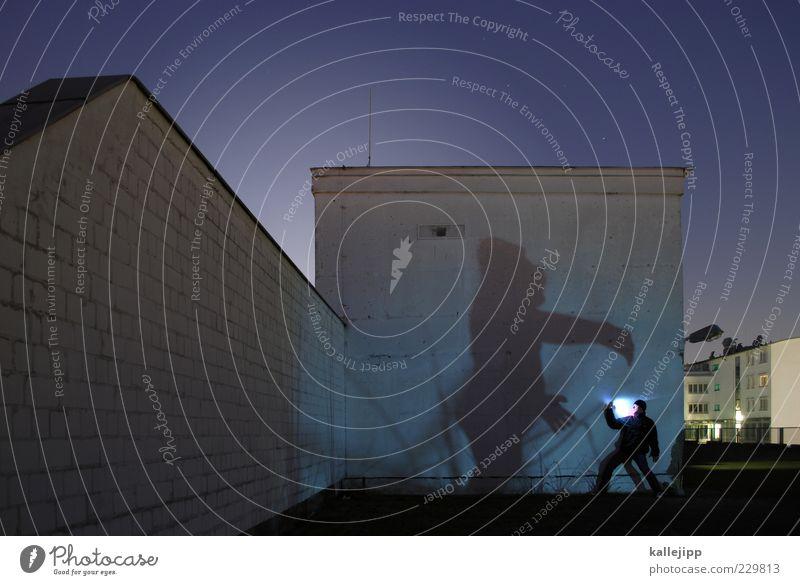 king und kong Mensch maskulin Mann Erwachsene Leben 1 Mauer Wand Tier Angst Entsetzen Todesangst gefährlich Stress Affen Gorilla King Kong groß klein Koloss