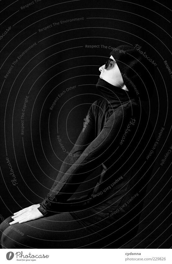 V-Ausschnitt Mensch Jugendliche schön ruhig schwarz Leben dunkel Stil träumen Zeit elegant sitzen ästhetisch Lifestyle Wandel & Veränderung einzigartig