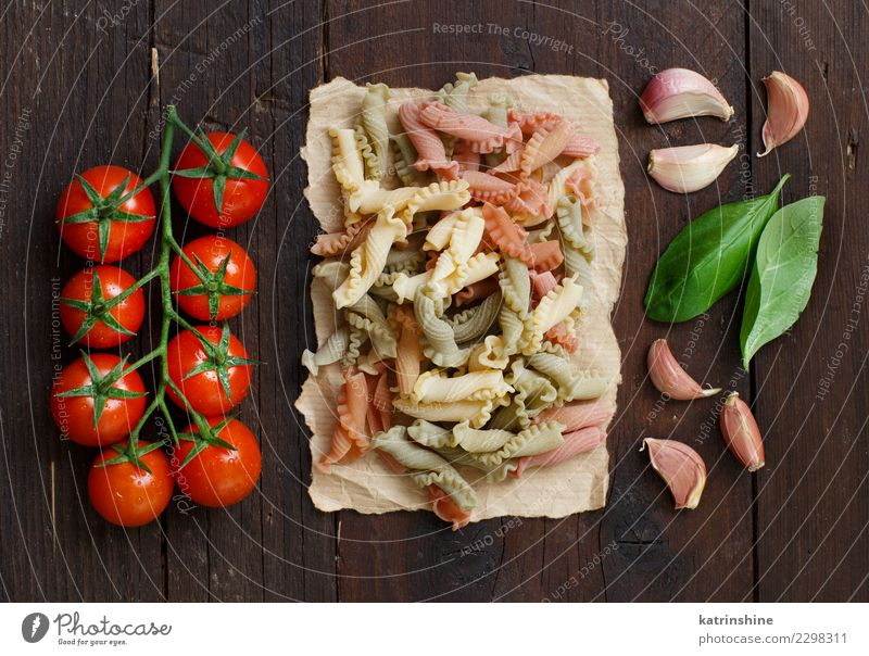 rot dunkel braun frisch Tisch Tradition Mahlzeit Diät Vegetarische Ernährung Tomate rustikal roh Zutaten Italienisch Basilikum Knoblauch