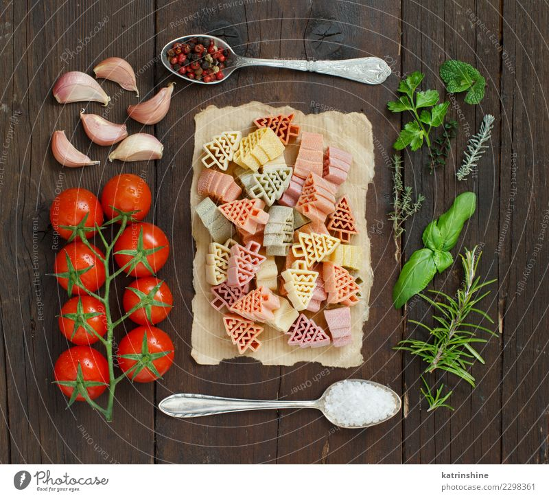 grün Baum rot dunkel braun frisch Tisch Gemüse Tradition Mahlzeit Diät Vegetarische Ernährung Tomate Löffel rustikal roh