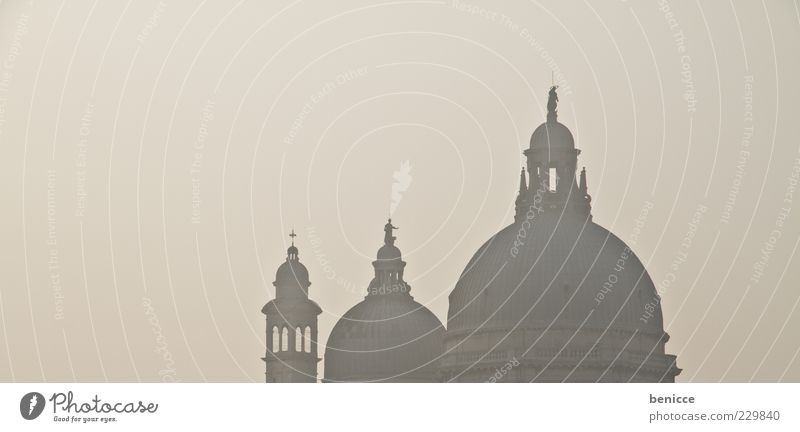 Santa Maria Della Salute alt Architektur Gebäude Perspektive Kirche Turm Dach Italien historisch Sehenswürdigkeit Panorama (Bildformat) Dunst Venedig Kuppeldach