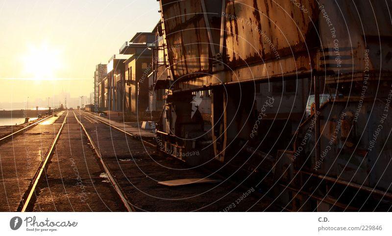 Zurück in die... Himmel weiß rot Sonne schwarz gelb Wärme braun gold dreckig Verkehr ästhetisch Industrie retro Güterverkehr & Logistik Hafen