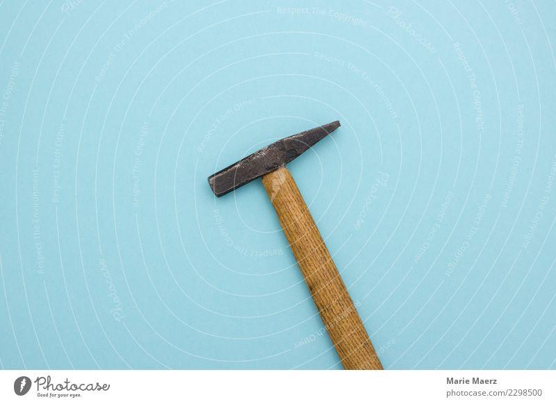 Der Hammer Handwerker Arbeit & Erwerbstätigkeit bauen hell stark blau Kraft Macht Mut Tatkraft Wut Leistung protestieren Wandel & Veränderung Zerstörung