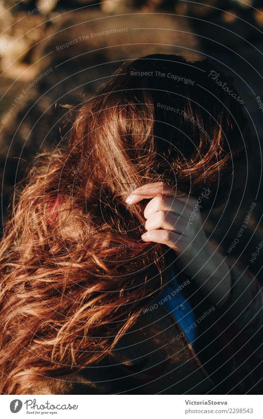 Goldene Stunde auf langen braunen Haaren Lifestyle elegant Stil Freude schön Haare & Frisuren Ferien & Urlaub & Reisen Tourismus Ausflug Abenteuer Freiheit