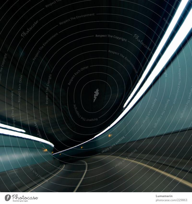 *gulp Straße kalt dunkel Bewegung Wege & Pfade Stimmung Linie Beleuchtung Angst Beton Beginn modern ästhetisch Geschwindigkeit leer bedrohlich