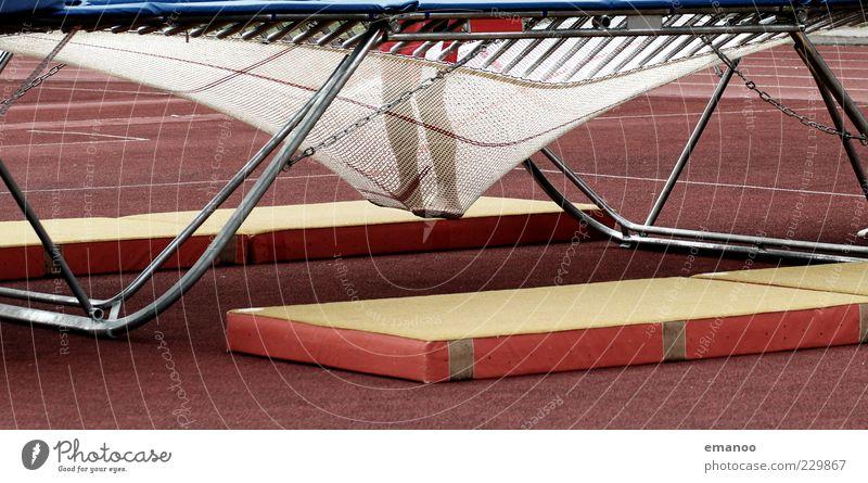 Tiefpunkt Mensch rot Sport Bewegung springen Beine Fuß Zufriedenheit Kraft hoch Boden stehen weich unten Kontakt tief