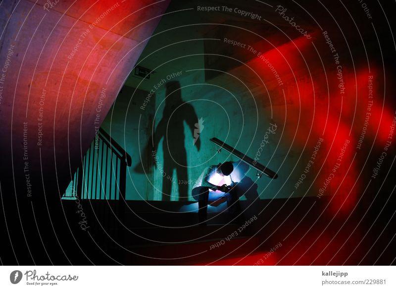 was ich nicht weiß, macht mich nicht heiß Mensch Mann Erwachsene Traurigkeit träumen Angst sitzen Treppe maskulin gefährlich Sicherheit bedrohlich Todesangst Geländer U-Bahn Tunnel