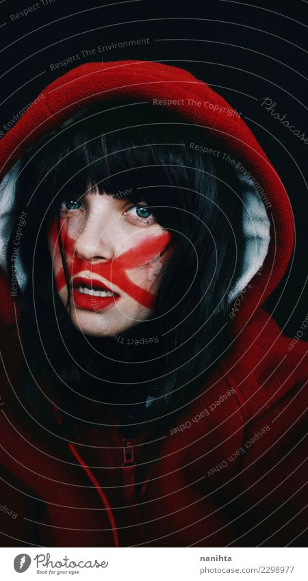 Künstlerisches Porträt einer jungen Frau mit Linien über ihrem Gesicht Stil Design schön Haut Schminke Mensch feminin Junge Frau Jugendliche 1 18-30 Jahre