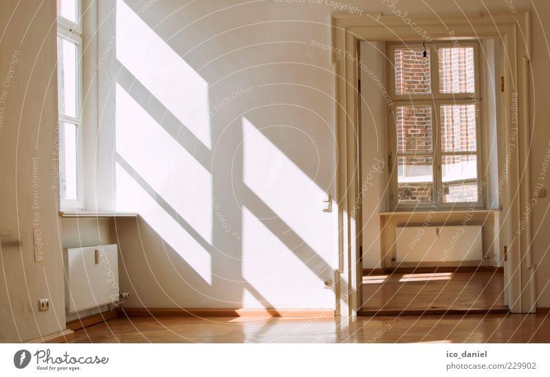 Zu vermieten :-) - Leerer Altbau alt schön ruhig gelb Fenster Wand Stil Wärme Mauer hell Tür Raum elegant Wohnung Innenarchitektur