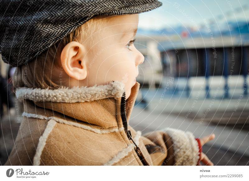 guck daa Kind Mensch Wasser Gefühle Junge Kopf Erde maskulin Horizont Wetter Kindheit Idee niedlich beobachten Neugier entdecken
