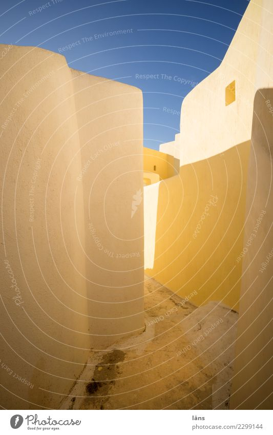 Wechselspiel blau Haus Architektur gelb Wege & Pfade Häusliches Leben Wohnung authentisch einzigartig einfach Bauwerk Griechenland Kleinstadt Santorin