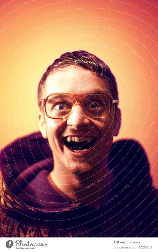 Mensch Mann Jugendliche weiß rot Freude Auge gelb Gefühle Angst Erwachsene maskulin Kommunizieren violett Pullover