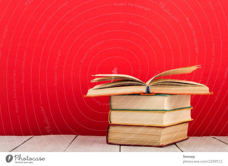 Bildungs- und Weisheitskonzept alt rot Holz Business Schule Menschengruppe Textfreiraum offen Ordnung Tisch lernen Buch Papier Studium lesen Wissenschaften