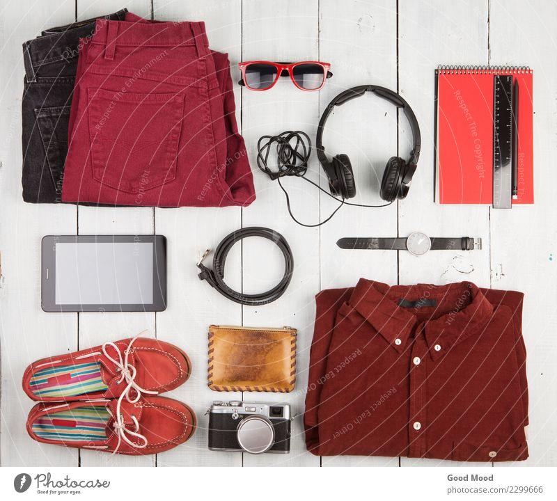Reisekonzept - Tabletten-PC, Kleidung, Kopfhörer, Kamera, Schuhe Ferien & Urlaub & Reisen alt weiß rot Holz Textfreiraum Ausflug retro Aussicht Tisch Computer