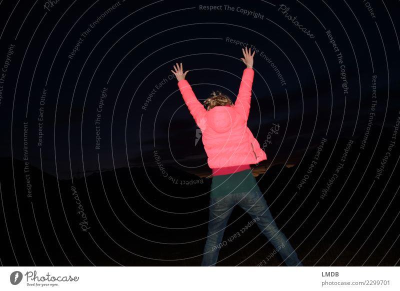 Spring ins neue Jahr Freude feminin Junge Frau Jugendliche Erwachsene Körper Rücken Gesäß Beine 1 Mensch 18-30 Jahre Jeanshose Jacke springen Applaus dünn