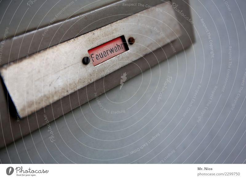 klappe halten Arbeit & Erwerbstätigkeit Arbeitsplatz Dienstleistungsgewerbe Briefkasten grau rot Post Feuerwehr Gebäude Kommunizieren Mitteilung Postfach