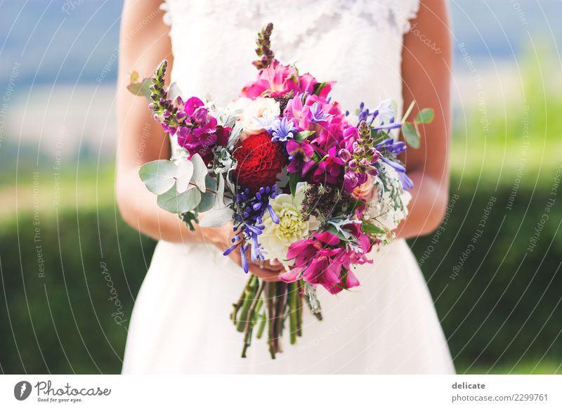 Weddingday II Feste & Feiern Hochzeit feminin Junge Frau Jugendliche Erwachsene Partner Hand Mode Kleid Blühend Liebe Blumenstrauß Hochzeitspaar