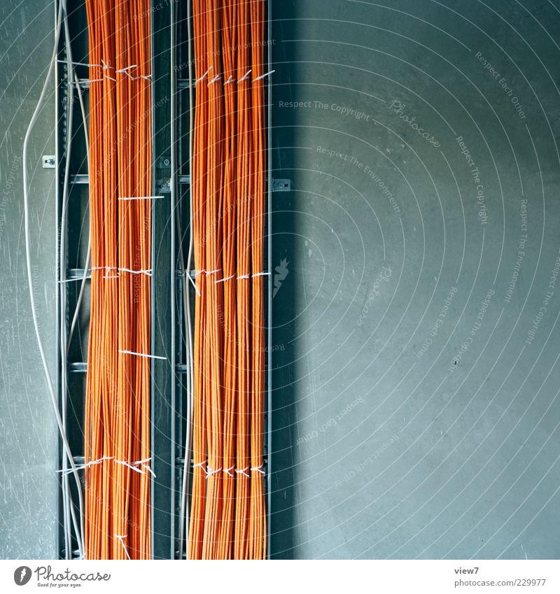IP 178.63.26.79 Wand Mauer Linie orange Fassade Beton Beginn Energie authentisch Zukunft Kabel Baustelle Streifen Technik & Technologie Internet