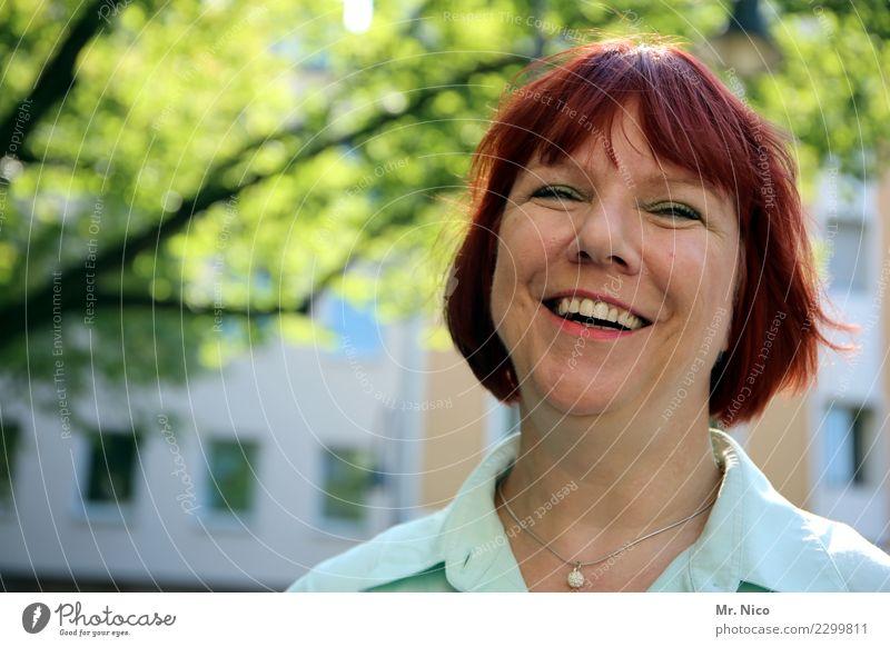sympatico Mensch schön Gesicht natürlich feminin lachen Glück Zufriedenheit authentisch Lächeln Fröhlichkeit Lebensfreude Warmherzigkeit rothaarig sommerlich