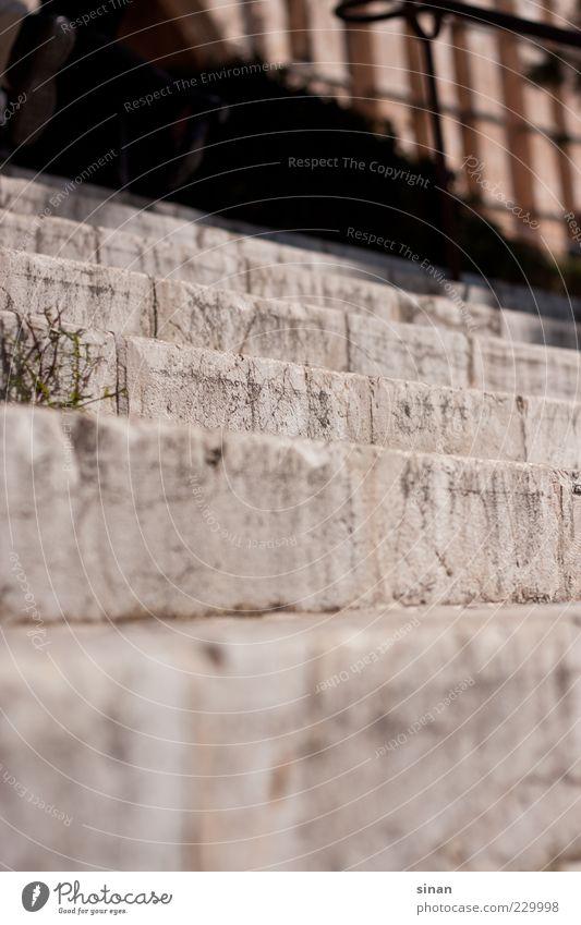 Stufe um Stufe Natur Sonne Wege & Pfade Stein Treppe historisch Spanien Tiefenschärfe Fuge Süden Sandstein Unkraut Vordergrund