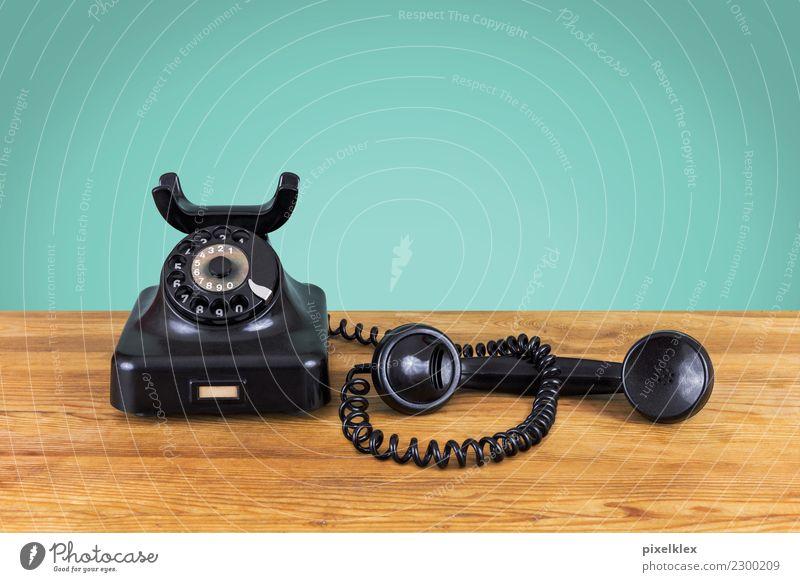 Warteschleife Telefon Kabel Technik & Technologie Telekommunikation Tisch Tischplatte Holz hören Telefongespräch warten alt einfach historisch Originalität