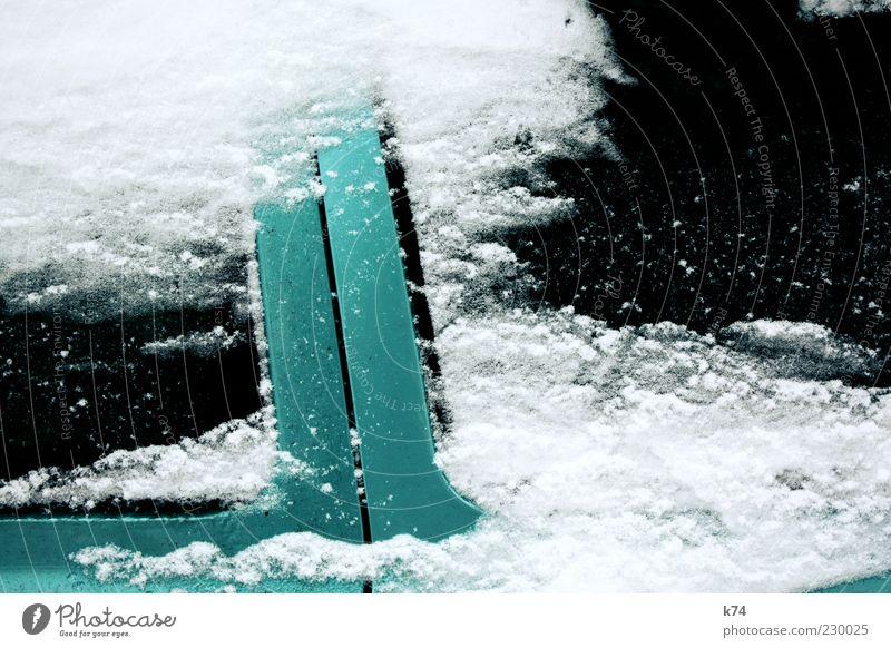 Schneewehe grün weiß Winter schwarz kalt Schnee Metall PKW Eis glänzend Autofenster Autotür Fahrzeug Textfreiraum Lack bedecken