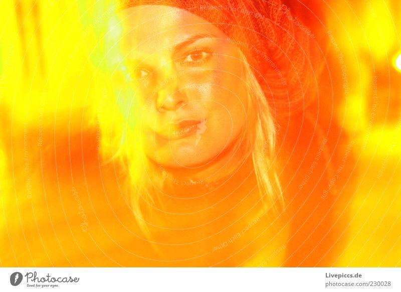 Gelbsucht Frau Mensch Jugendliche Erwachsene feminin Feste & Feiern blond gold authentisch gut beobachten 18-30 Jahre nah Gelassenheit Mütze selbstbewußt
