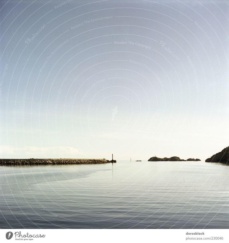 blue . Natur blau Wasser Meer Ferne kalt Landschaft Küste Schönes Wetter Bucht Norwegen Wasseroberfläche Europa Licht Skandinavien Wasserspiegelung