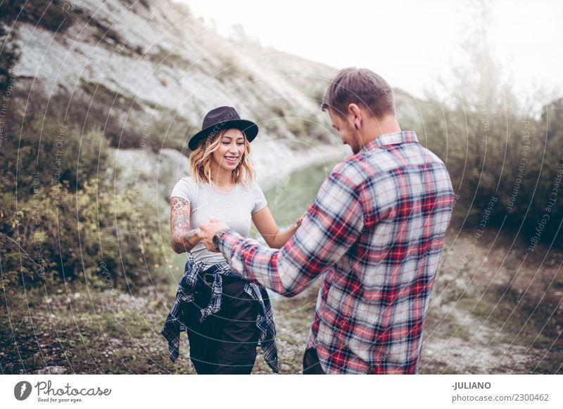 Mensch Natur Ferien & Urlaub & Reisen Jugendliche schön Freude Ferne Berge u. Gebirge 18-30 Jahre Lifestyle Gefühle lachen Glück Freiheit Paar Zusammensein