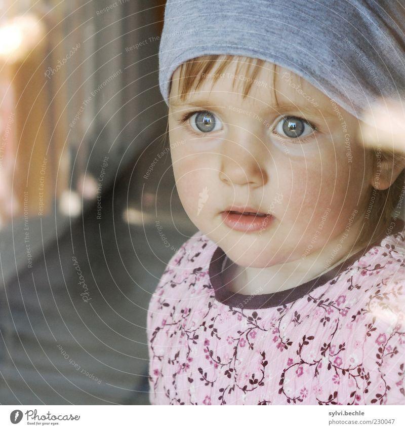 Wo bleibt nur der Papa? Kind Mädchen Gesicht Auge Leben träumen Kindheit warten Hoffnung Sicherheit beobachten Neugier Kleid Schutz Sehnsucht Kleinkind