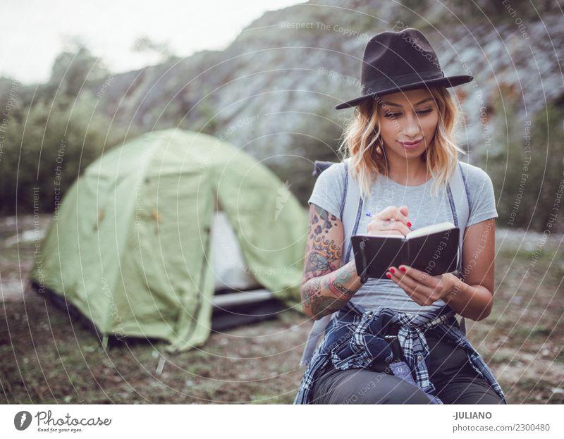 Mensch Natur Ferien & Urlaub & Reisen Jugendliche schön Freude Ferne Berge u. Gebirge 18-30 Jahre Lifestyle Gefühle Glück Freiheit Paar Zusammensein Ausflug
