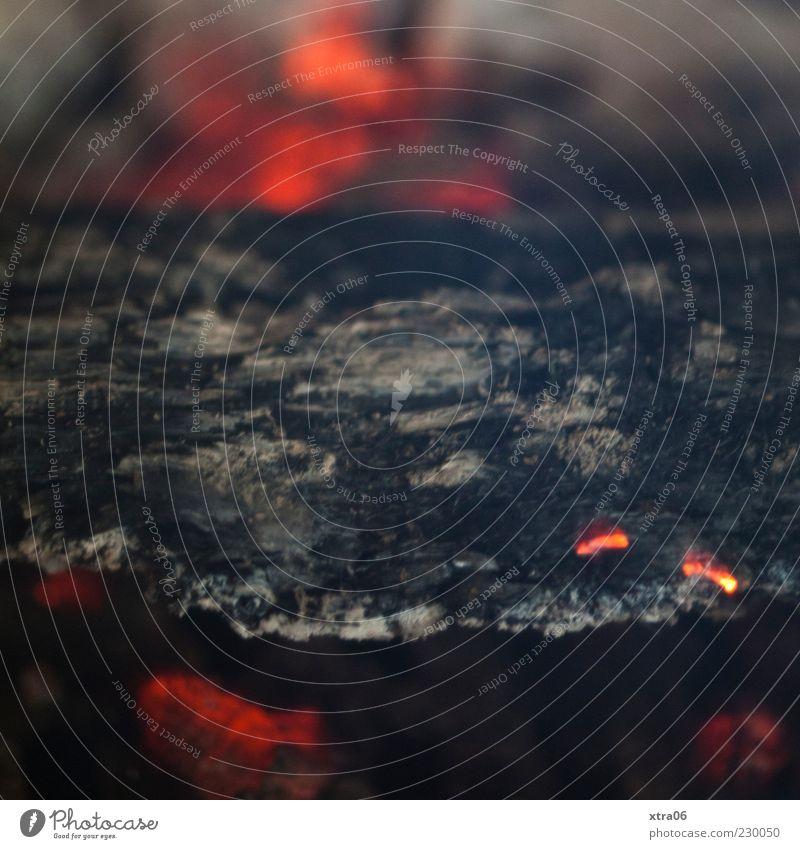 glut Holz Wärme Glut Feuer Feuerstelle Kaminfeuer Farbfoto Innenaufnahme glühen heiß verbrannt Textfreiraum oben Detailaufnahme Brennholz brennen Menschenleer