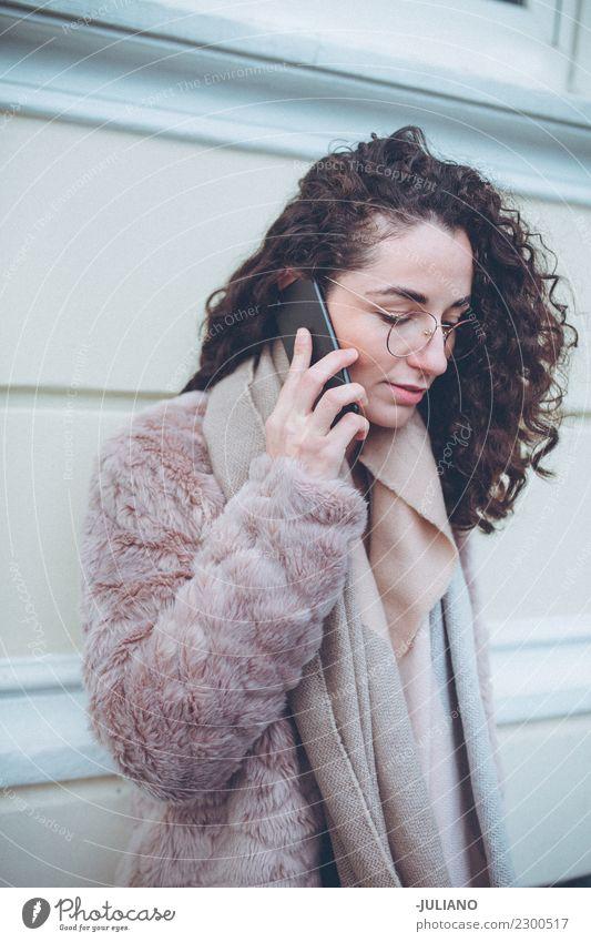 Frau Mensch Jugendliche Junge Frau Stadt schön Freude Winter Erwachsene Lifestyle Frühling Stil Mode Stimmung Freizeit & Hobby elegant