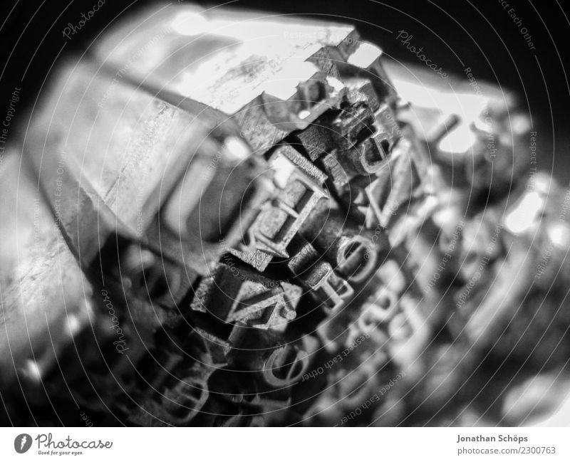 Bleisatz I Schriftzeichen ästhetisch Buchstaben Bleisatzkasten Typographie Antiquität alt Vergangenheit Beruf Mediengestalter Grafiker Design gestalten