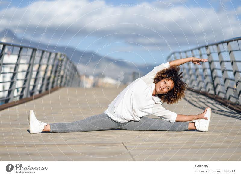 Frau Mensch Jugendliche Junge Frau schön 18-30 Jahre schwarz Erwachsene Straße Lifestyle Sport Haare & Frisuren Freizeit & Hobby Körper Fitness Wellness