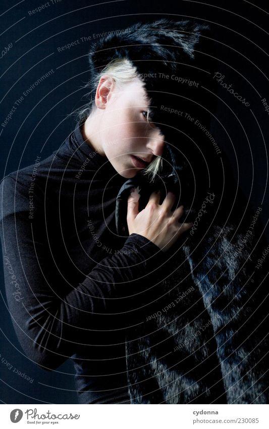 Kuschelfaktor Mensch Jugendliche schön ruhig schwarz Erwachsene Leben Gefühle Stil Mode elegant ästhetisch Lifestyle einzigartig Vergänglichkeit beobachten