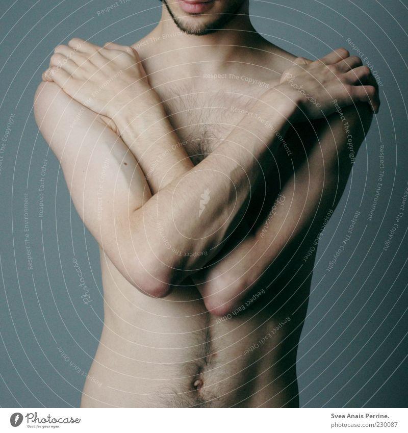 450. Mensch Jugendliche Erwachsene kalt nackt Körper Arme Haut maskulin außergewöhnlich einzigartig 18-30 Jahre Bauchnabel Barthaare Brustbehaarung